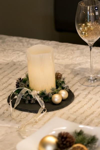 Festliche Tischdekoration mit Schieferplatte, rund, gold bei HIKO Eventdeko