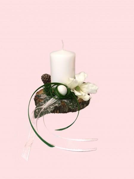 Adventsgesteck Nr.24 Baumscheibe mit weißer Kerze und Magnolie