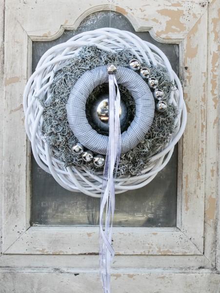 Türkranz Wandkranz Türschmuck Nr.51 bei Hiko-Dekoshop grau - weiß  mit Silberkugeln