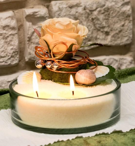 Kerzensand Vanille Dekoration Tischgesteck mit Rose apricot bei Hiko-dekoshop