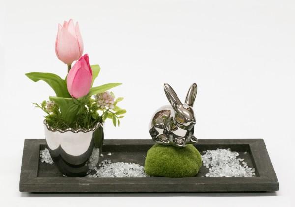 Tischgesteck Nr. 62 Frühlingsgesteck mit Tulpen, pink, Hase, silber auf Holztablett braun bei Hiko-Dekoshop