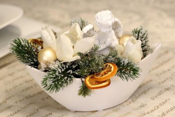 Adventsgesteck Nr.38 Schale mit Engel und Magnolie Gesteck Wintergesteck Winter bei HIKO Eventdeko