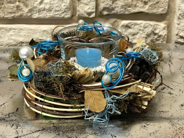 Tischgesteck Nr.43a Kranz mit Perlen und Teelicht türkis Sommer