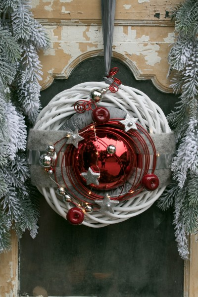 Winterkranz Wandkranz Nr.29 Türkranz weiß 30 cm rote Kugel Sterne Filz modern