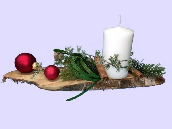 Adventsgesteck Nr.30 Birkenscheibe mit weißer Kerze und roten Kugeln