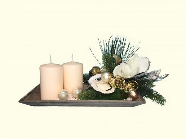 Adventsgesteck Nr.7 Tablett 16 x 30 cm mit 2 creme Kerzen und Magnolien Gesteck