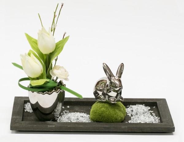 Tischgesteck Nr. 61 Frühlingsgesteck mit Tulpen, Hase, silber auf Holztablett braun bei Hiko-Dekoshop