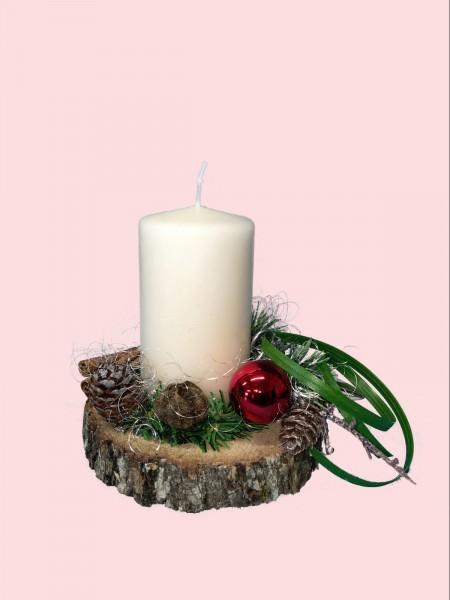 Adventsgesteck Nr.20 Baumscheibe mit creme Kerze und Zimtstangen