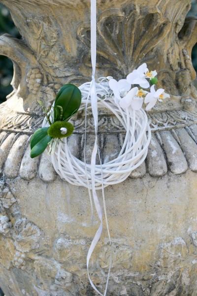 Wandkranz Nr.54 Weidenkranz 20 cm mit Orchidee - Silberband und Moospucker Stecker