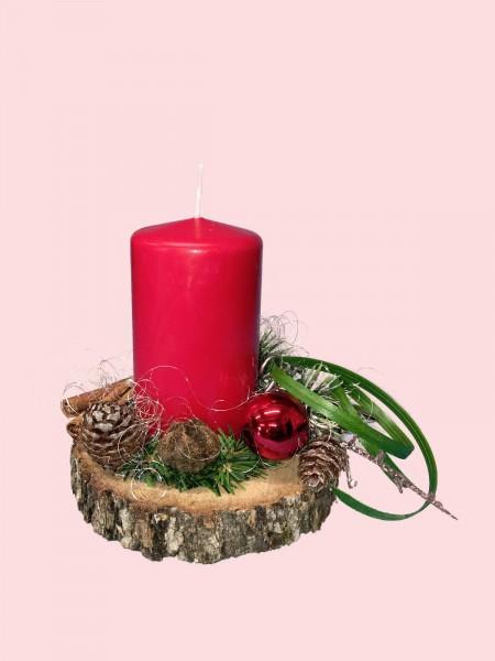 Adventsgesteck Nr.22 Baumscheibe mit roter Kerze und Zimtstangen