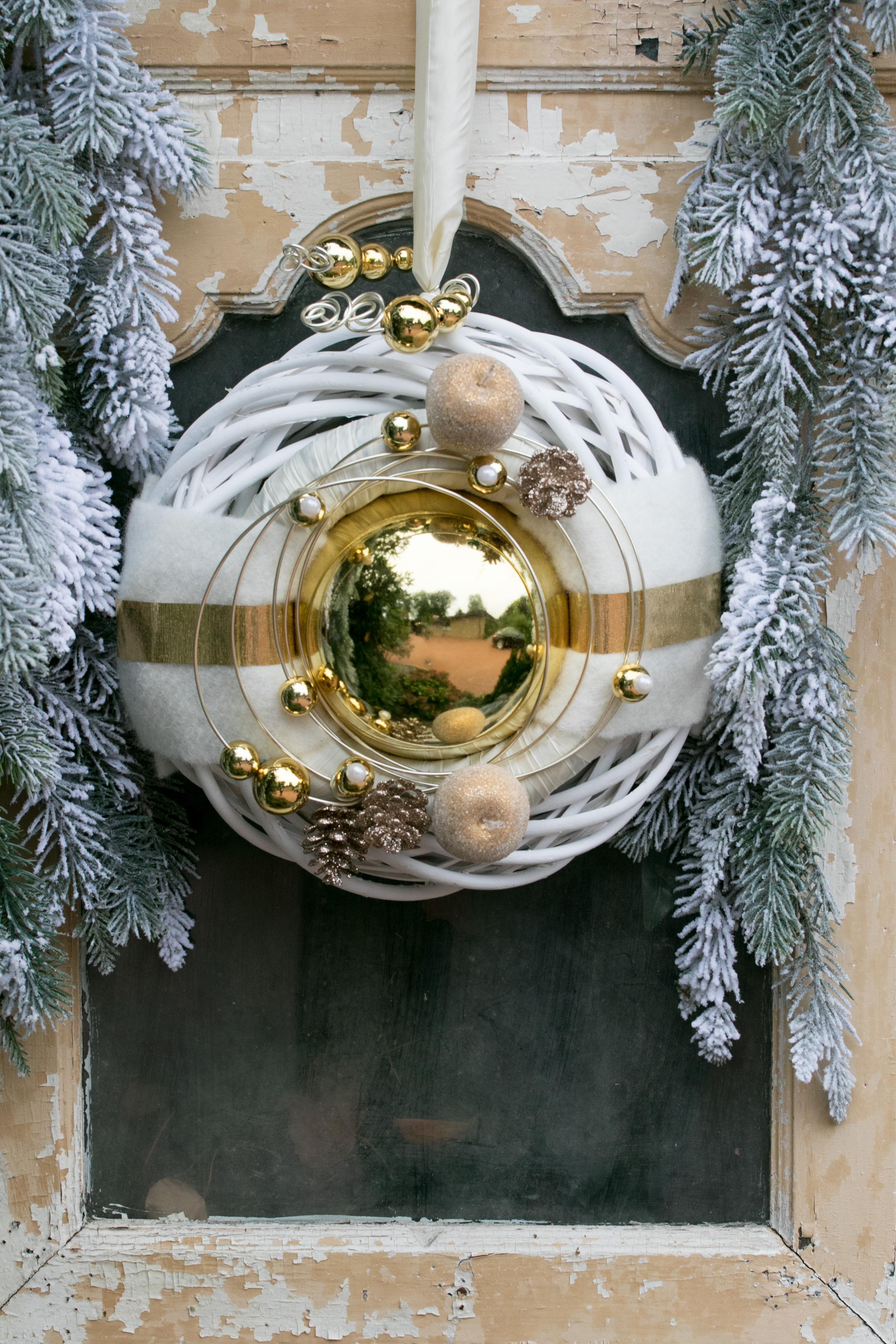 Winterkranz Wandkranz Nr32 Türkranz Weiß 30 Cm Gold Kugel Zapfen Filz Modern