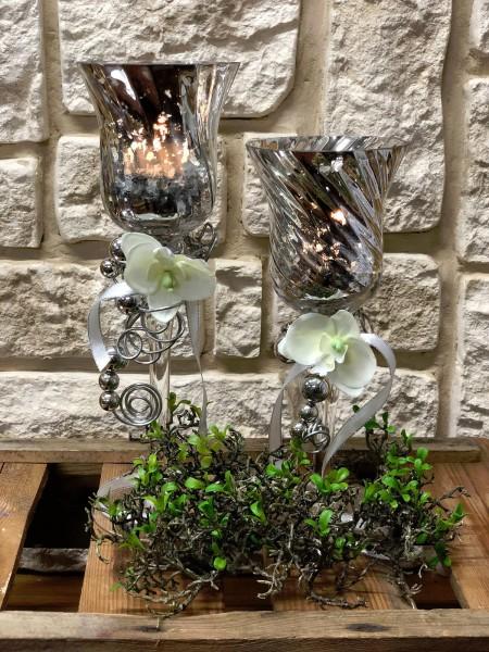 Tischdeko Nr.48 Kerzenleuchter aus Glas silber 30 cm mit Orchidee und Deko