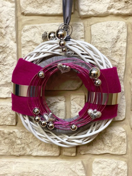 Wandkranz Nr.27 Türkranz weiß 30 cm mit Filz grau silber pink modern Türdeko
