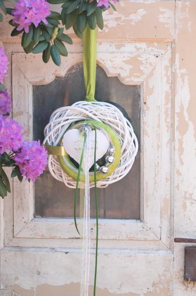Wandkranz Nr.56 Türkranz 30 cm mit weißen Herz und apfelgrünem Innenkranz modern Türdeko