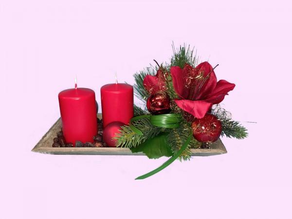 Adventsgesteck Nr.6 Tablett 16 x 30 cm mit 2 roten Kerzen und Amarillis Gesteck