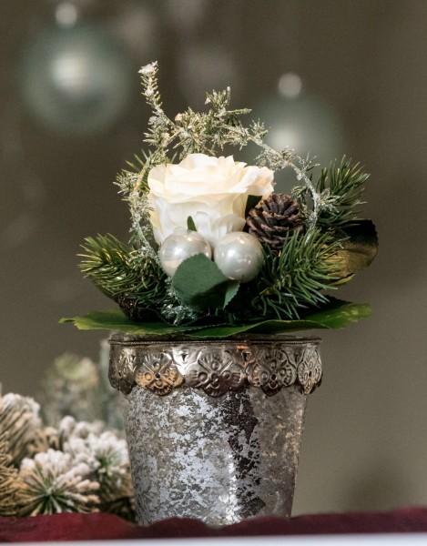 Weihnachtsstrauß mit Rose, Kugeln, winterlich bei Hiko-Dekoshop