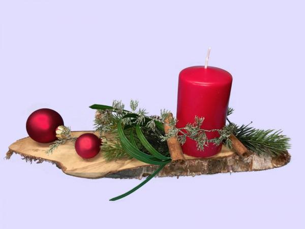 Adventsgesteck Nr.31 Birkenscheibe mit roter Kerze und roten Kugeln