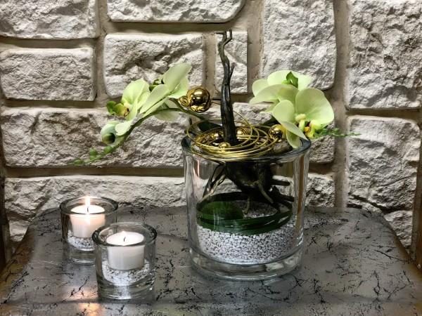 Tischgesteck Tischdeko Nr. 30 Glasvase mit grüner Orchidee / Phalaenopsis und Golddraht