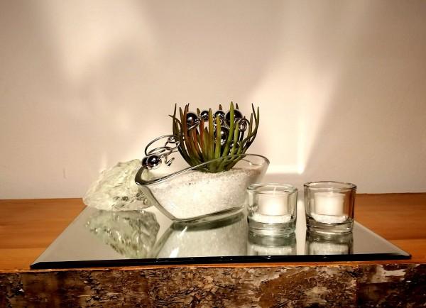 Tischgesteck Tischdekoration Nr. 2 Glasschale mit Sukkulente weissen Splitt und Silberdraht