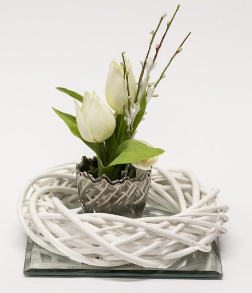 Tischdekoration im Frühlinghaften Flair bei Hiko-Dekoshop - Tulpe - Silber Ei - Weidenkranz