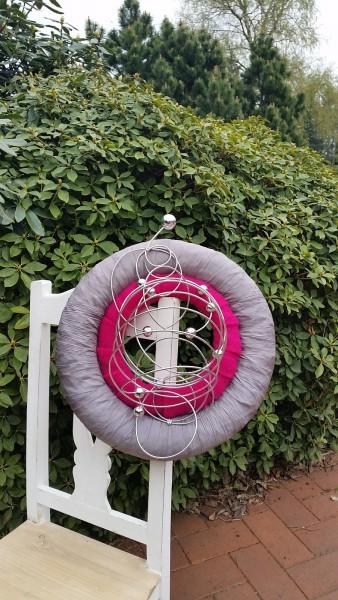 Türkranz 40 cm Durchmesser mit pinkem Filz und grauem Crashband