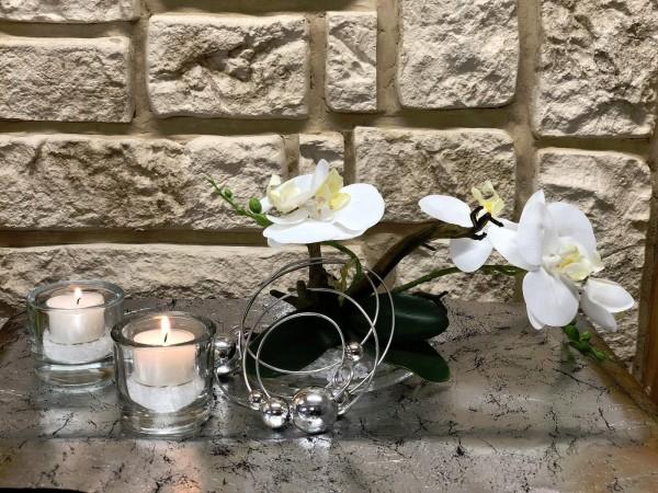 Tischgesteck Tischdeko Nr. 21 Glasteller mit weißer Orchidee und Silberdraht