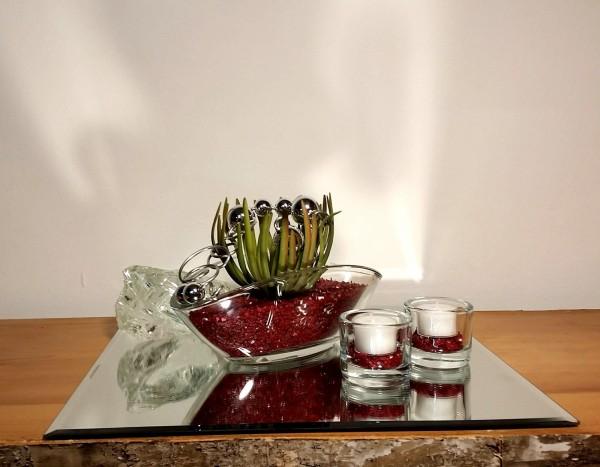 Tischgesteck Tischdekoration Nr. 5 Glasschale mit Sukkulente bordeaux Kies und Silberdraht