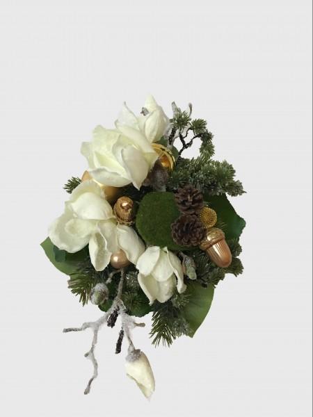 Weihnachtsstrauß Nr.13 - Blumenstrauss künstlich Winter mit Magnolie und creme/gold Seidenblumen