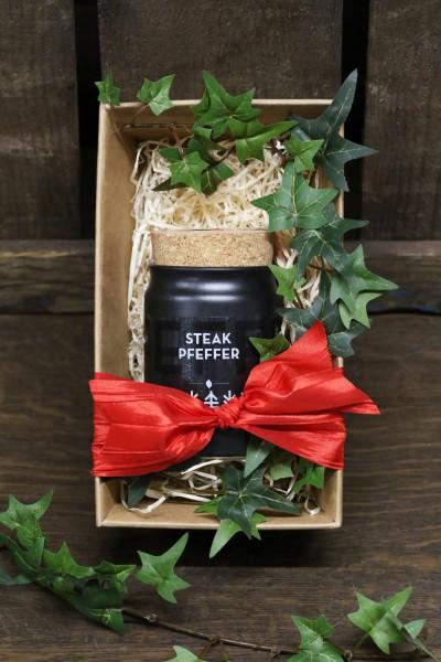 Greenomic Geschenkset Steak Pfeffer 65 g schwarzer Pfeffer im Tontopf mit Korkdeckel im Geschenkkarton