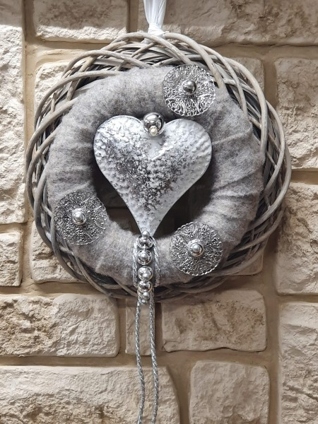 Türkranz Nr.70 mit grauem Filz und weißem Herz