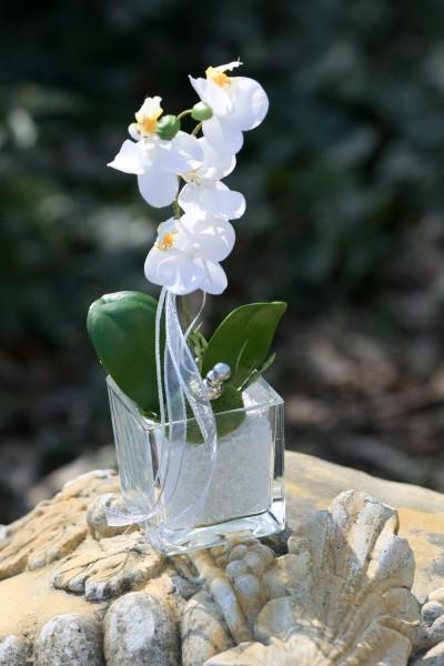 Tischgesteck Nr. 94 Orchidee mit Blattwerk und Wurzel, Perlenstecker, feiner Glassplitt bei Hiko-Dekoshop