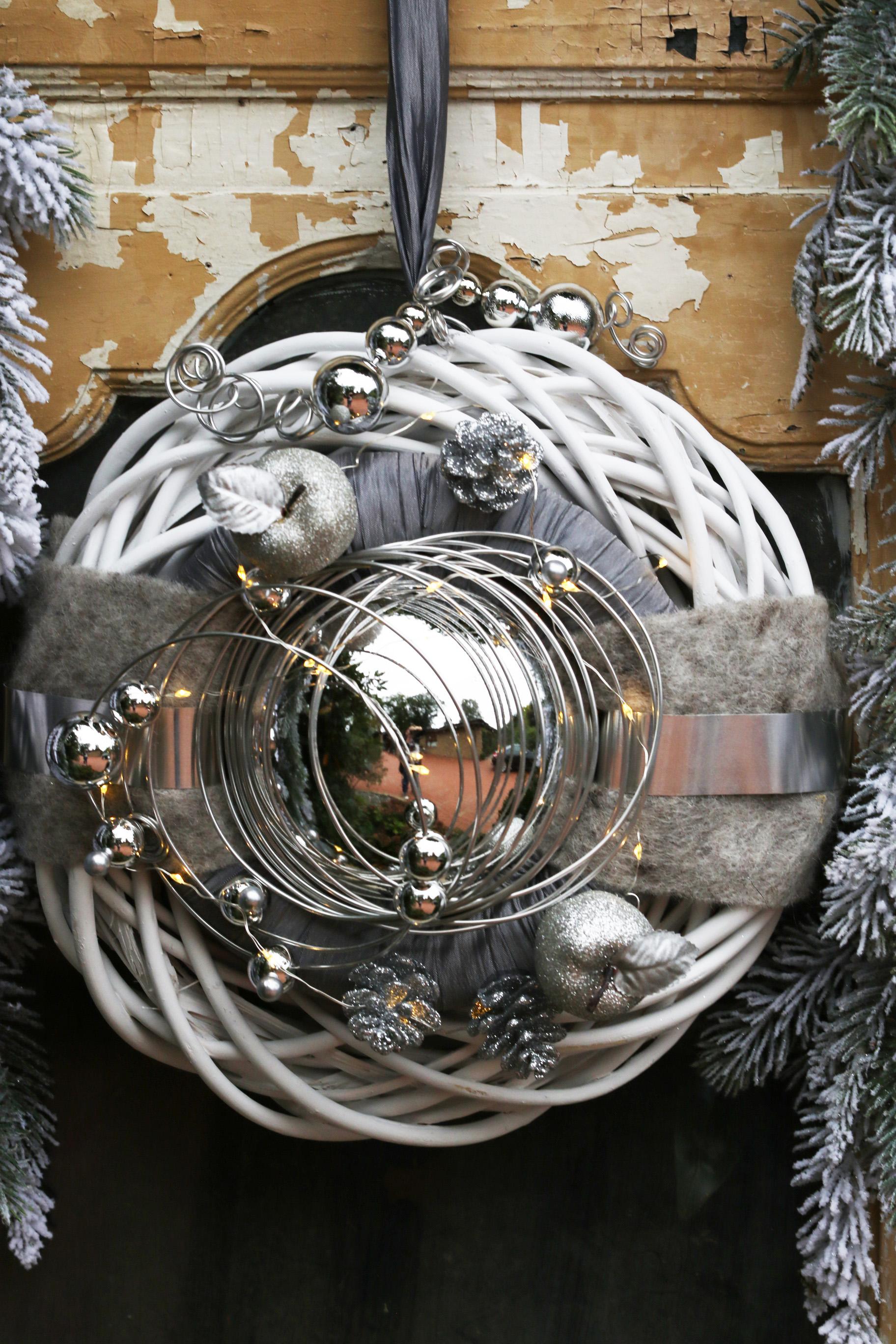 mit Lichterkette Winterkranz Doppelkranz Wandkranz Nr.33 T/ürkranz natur 30 cm wahlweise mit LED-LICHTERKETTE mit gold Kugel creme grau gold modern T/ürdeko Winter Weihnachten T/ürdeko T/ürdekoration
