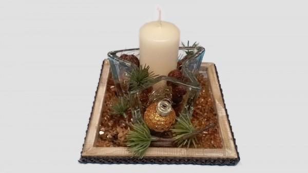 Adventsgesteck Nr.1  Holztablett 15 x15 cm mit creme Kerze und braun Weihnachtsgesteck