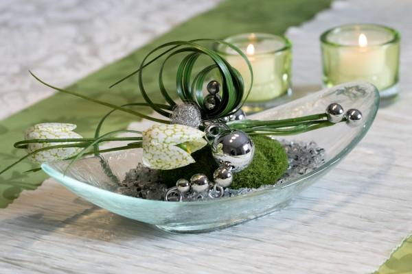 Tischdeko Nr.83 Glasschale mit Schachbrettblume und Drahtwicklung