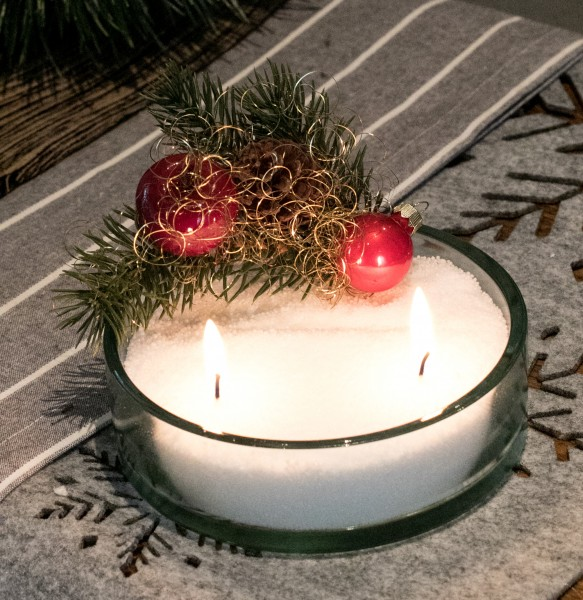 Kerzensand Gesteck Nr. 16 Tanne Apfel rot Kugel Sand weiss