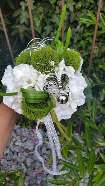 Blumenstrauss Nr.3 - Strauß künstlich - Strauss mit weißer Hortensie und Bartnelke