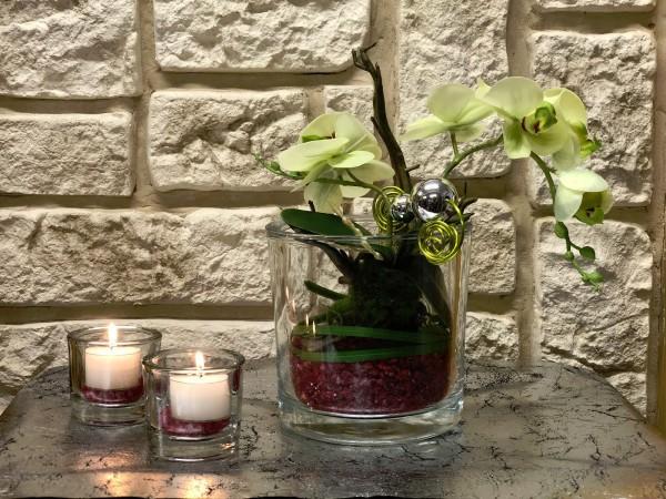 Tischgesteck Tischdeko Nr. 29 Glasvase mit grüner Orchidee und apfelgrünem Draht