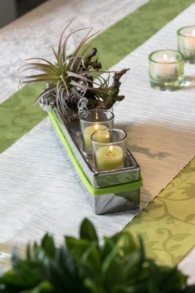 Tischgesteck Tischdekoration Nr.85 Silberschale mit Sukkulente, 2 Teelichtern und Drahtwicklung
