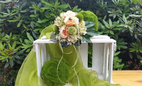 Blumenstrauß Nr.18 Strauss mit grüner Hortensie apricot Rosen Allium und Bartnelken