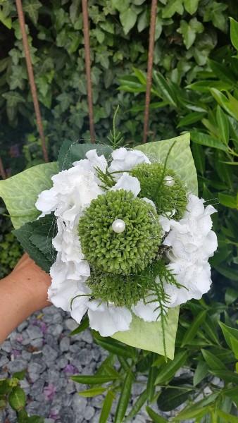 Blumenstrauss Nr.4 Strauss mit weißer Hortensie Allium und feinem Silberdraht