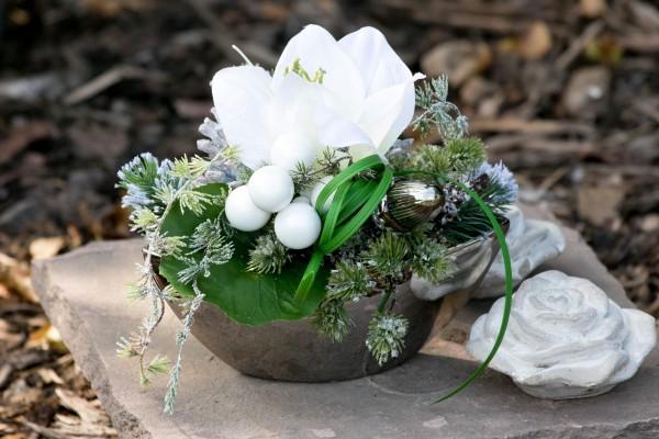Adventsgesteck Nr.43 silber Schale mit weißer Amarillis Gesteck Wintergesteck