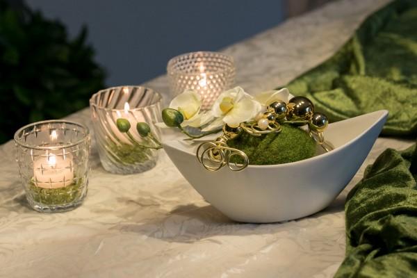 Tischdekoration Nr. 74 Keramikschiffchen weiß mit Orchidee gold Kugeln