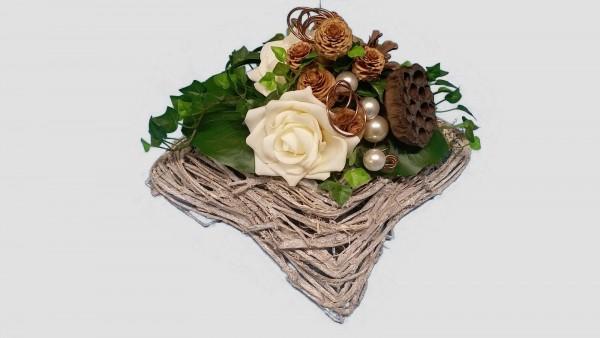 Grabgesteck Nr.3 mit Zapfen, Perlen und Rosen Totensonntag