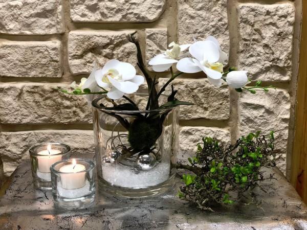 Tischgesteck Tischdeko Nr. 19 Glasvase mit weißer Orchidee und Silberdraht
