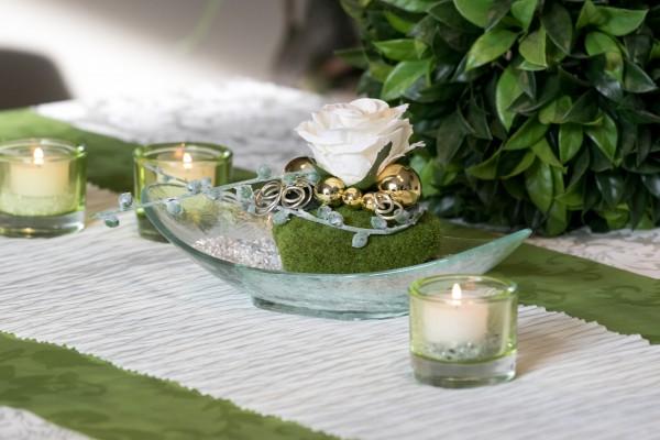 Tischdekoration Nr.84 Glasschale mit creme Rose, Moos und Drahtwicklung