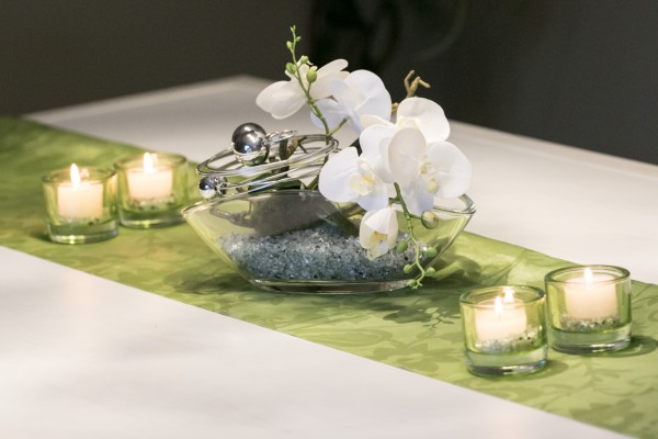 Tischdekoration Nr. 68 Glasschale mit weißer Orchidee und Spiegelkies in hellgrau