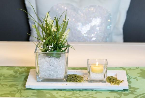 Tischgesteck Nr.89 Traubenhyazinthe Frühling, Holztablett, Teelicht