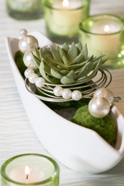 Tischgesteck Tischdekoration Nr.86 creme Schale mit Sukkulente, Moos und Perlen