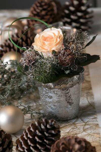Weihnachtsstrauß Nr.2 - Strauss künstlich Winter mit apricot Rose - Liegestrauß Seidenblumen