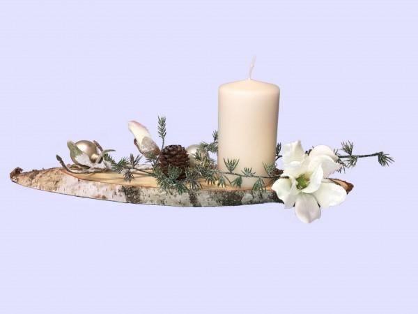 Adventsgesteck Nr.26 Birkenscheibe mit creme Kerze und Magnolie